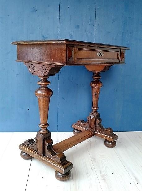 Staronemška mizica
